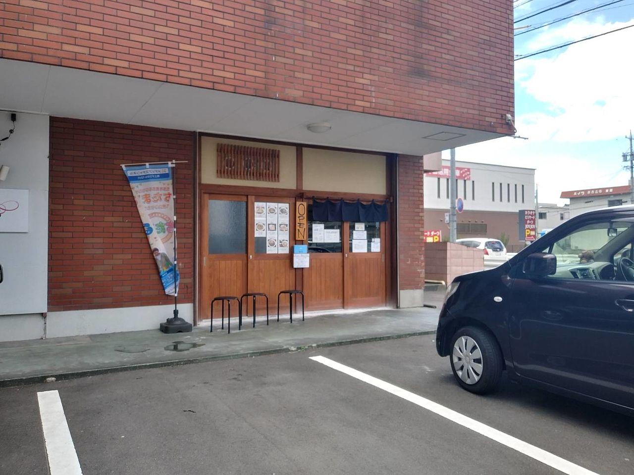 地元で長く愛されたうどん屋さんの跡を貸していただきました。東海市の繁華街「富木島町」の麺処うきとみ!店構えだけにこだわるラーメン店ではございません。
