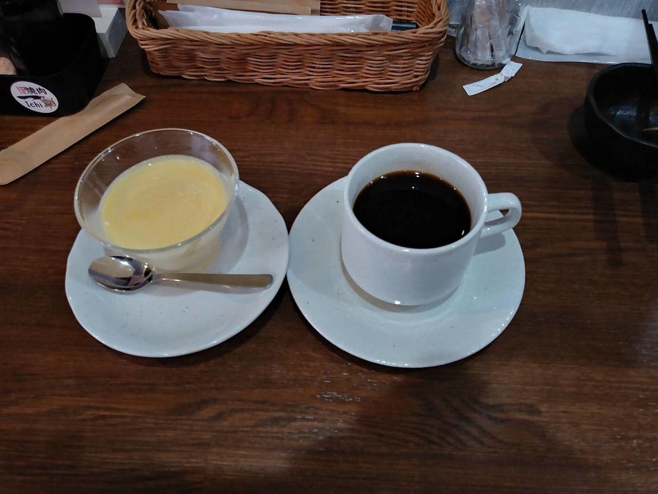 飲み物はコーヒーかウーロン茶を選ばせてくれます。ウーロン茶でさっぱりしても良かったかな?