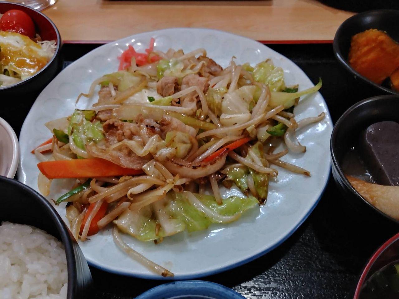 野菜炒めも美味しかったけれども、塩サバ定食。アジフライ定食のどちらも食べてみたいです。