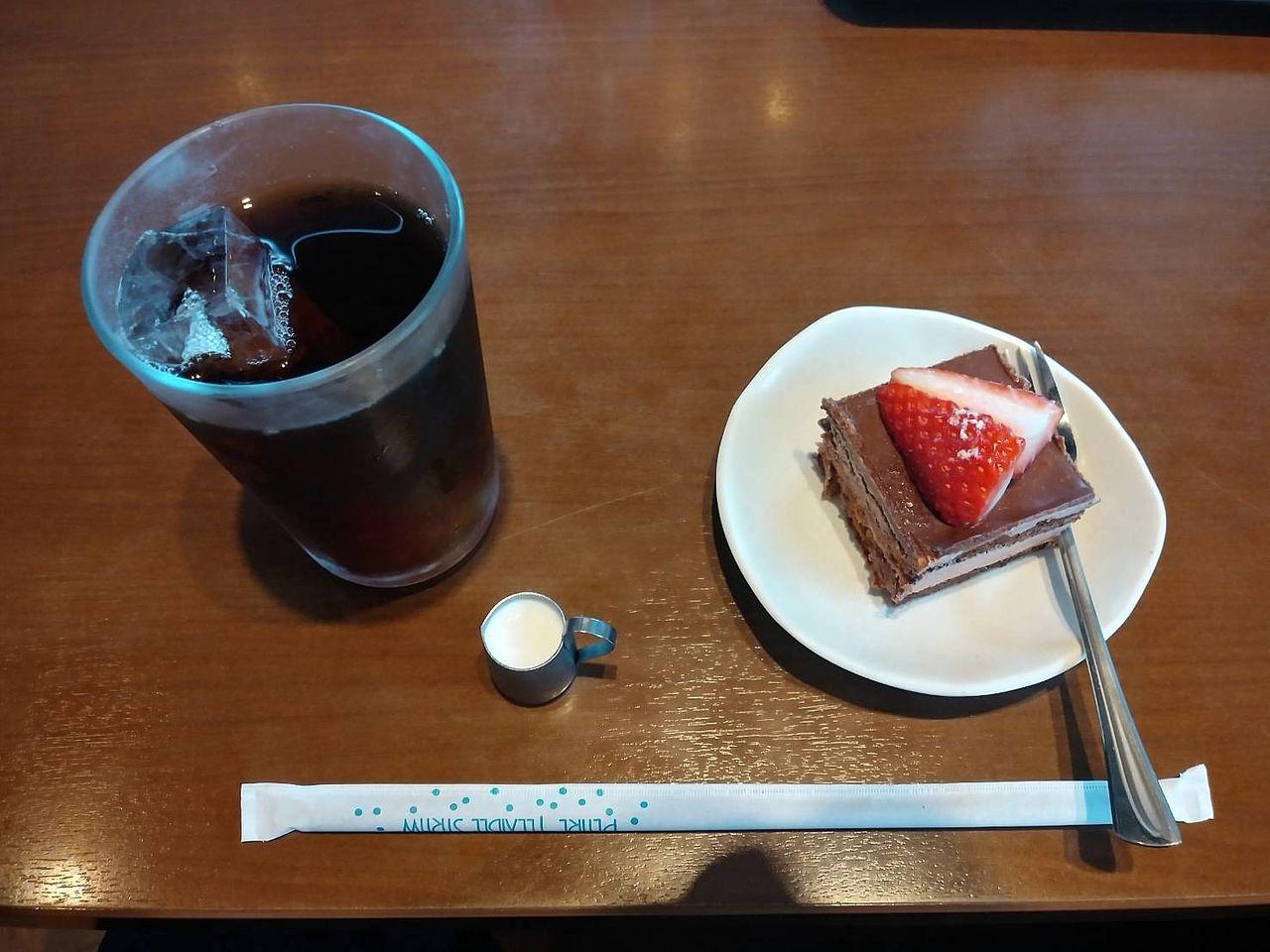 このサイズのケーキなら、おじさんにも大丈夫です。アイスコーヒーのお供としておいしく頂きました。ありがとうございます。