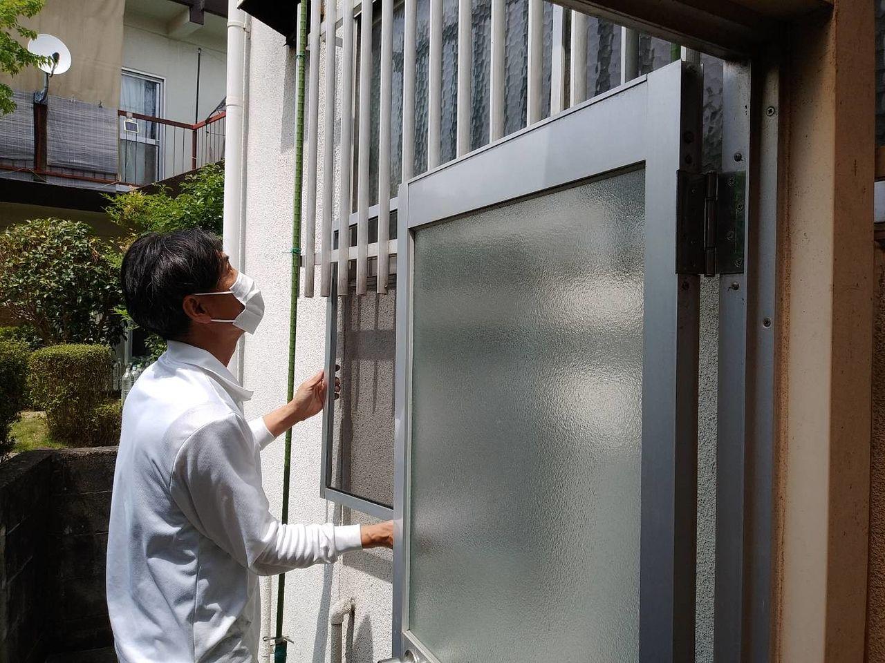 1階の窓であれば、宅外からでも作業ができます。シニアサポート大府店では、防犯対策に面格子の取付けも承ります。