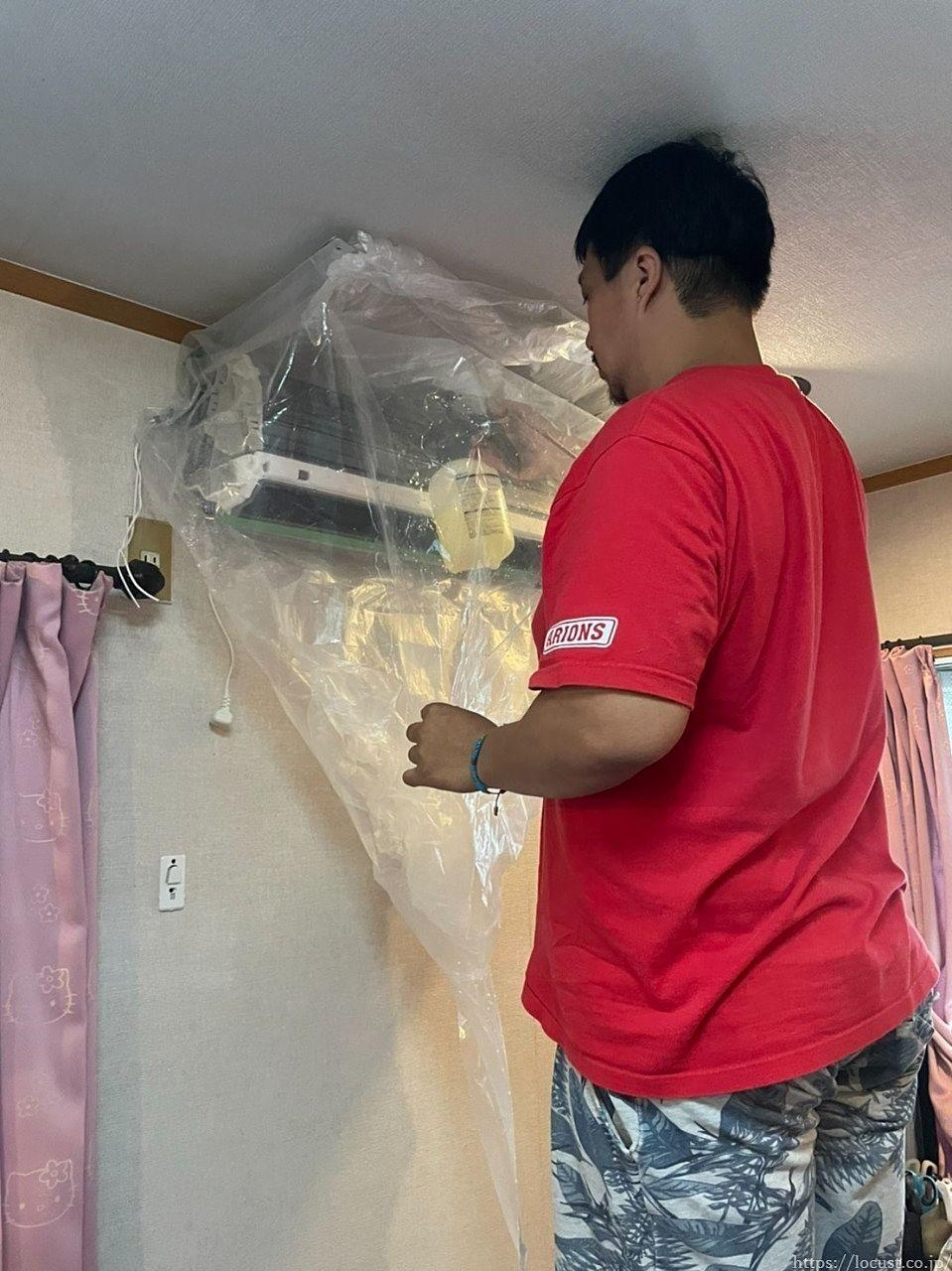 壁紙や家具などを汚さないようにするためには養生が必要です。