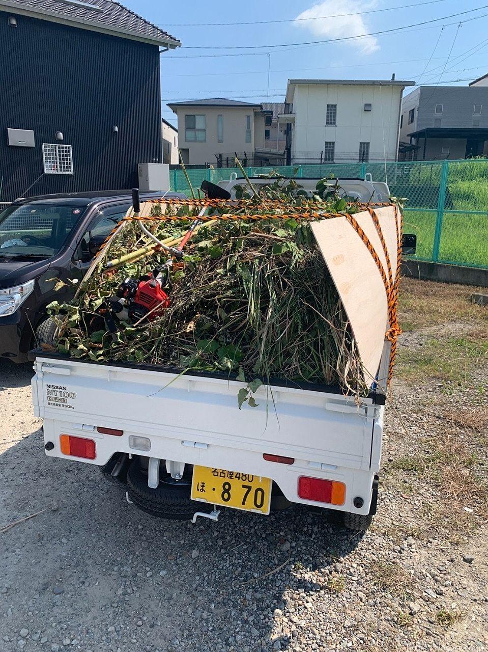 【草刈りサポート】東浦町緒川 月極駐車場の草刈りに出動しました。炎天下で大変な作業ですが、シニアサポート大府店は草刈り仕事が大好きです!