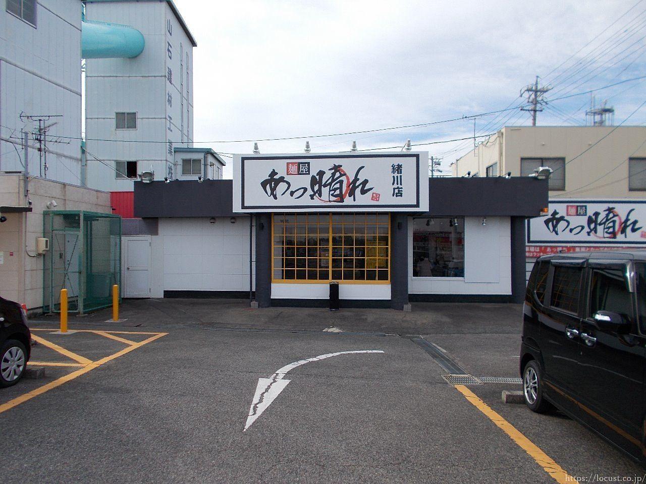 パチンコ屋さんの駐車場に建つ店舗。駐車場の心配なし。