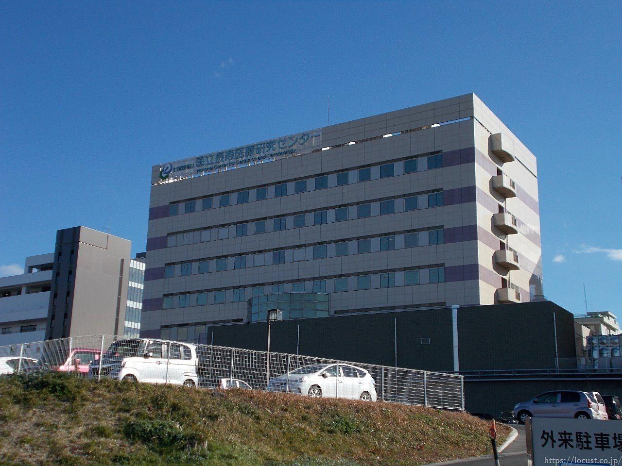 こちらは研究棟です。左側が2018年2月にオープンの新外来棟です。